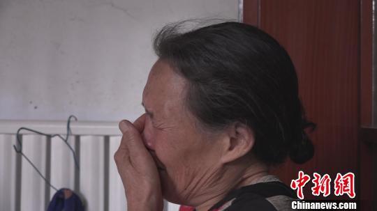 环卫工丢失亡儿手机每天痛哭:望捡到者发还儿子照片