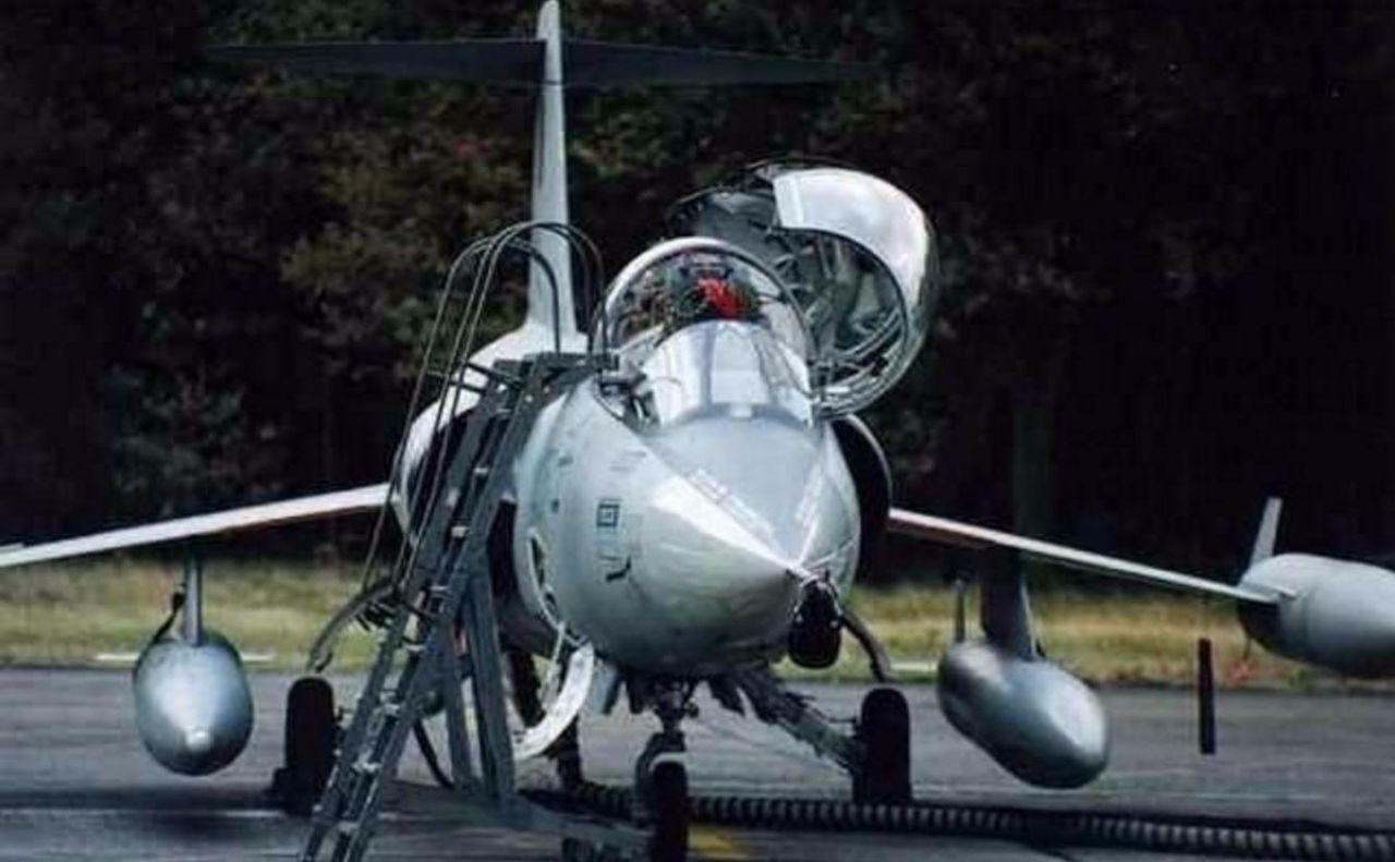 史上最贵的菜刀?美军用战斗机机翼砍瓜切菜