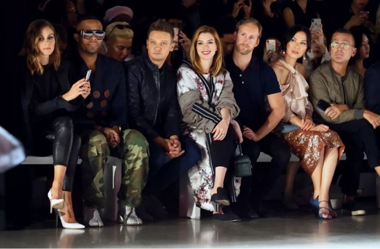 群星云集|性感维密AA、安妮海瑟薇等助阵波司登纽约时装周秀