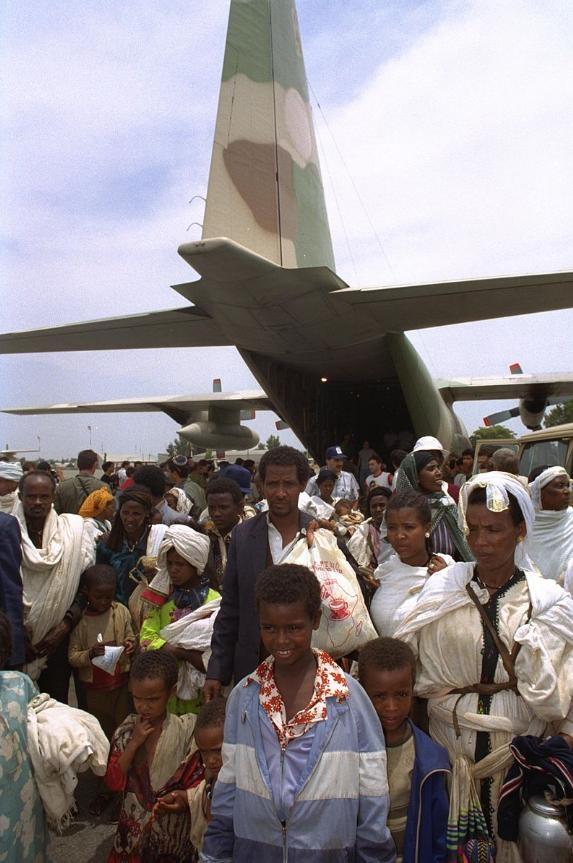 客机怎样塞下1000多人,以色列艺高人胆大完成不可能的任务