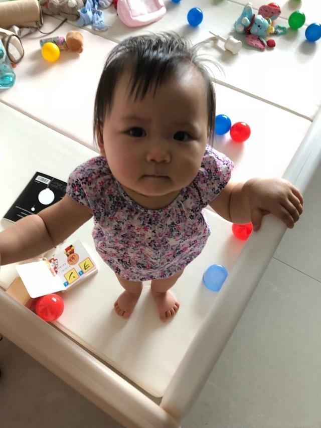 江宏杰教育女儿不要在嘴里藏菜,没想到误会了小小爱