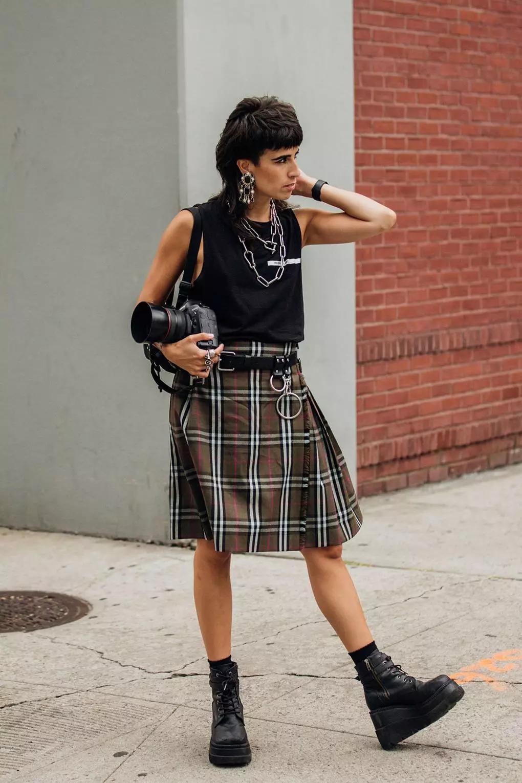 短款羽绒衣怎么架设 配长裤配裙邑fashion黑色修己