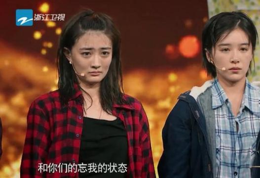 女演员为找感觉喝酒 导致在舞台呕吐 她的道歉却引发争议