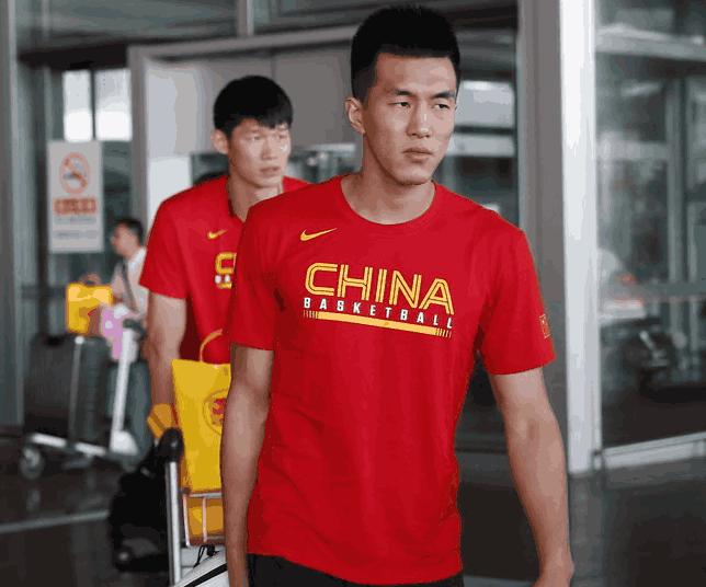 集体发挥失常!中国男篮开局被轰21:7小高潮 罕见出现8秒违例
