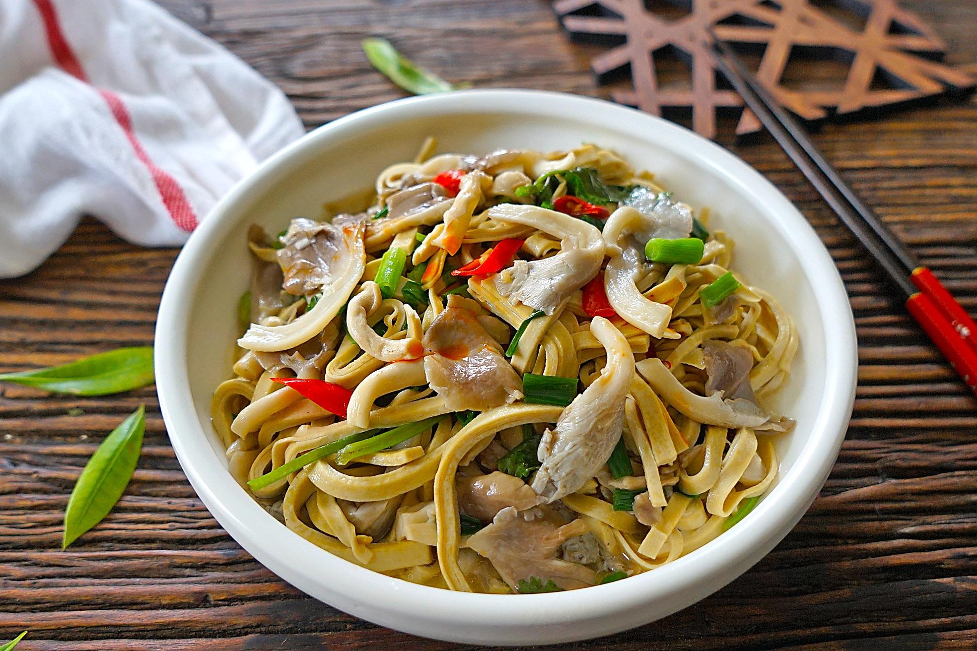 用它和平菇简单炖一炖,暖胃又提高免疫力,入秋三分食谱钟速瘦图片