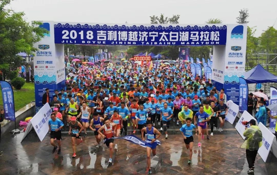首届全民引体向上大赛济宁赛区 无锡小伙刘金峰2分钟52次创纪录
