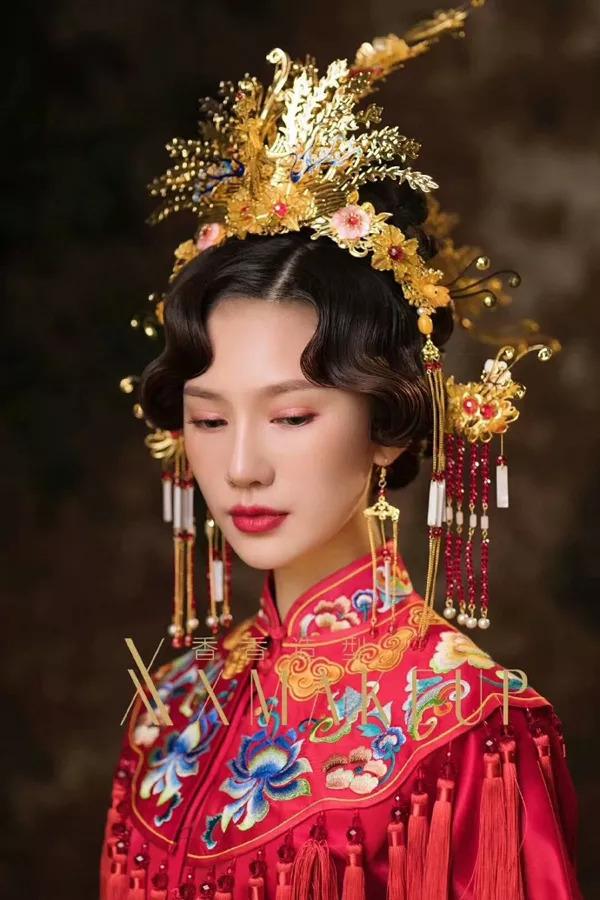 > 正文   让原本传统的中式新娘妆增添不少时尚感.图片