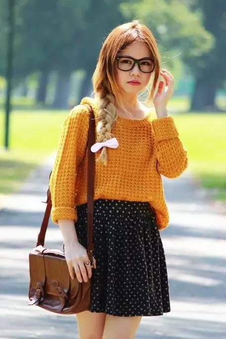 这个发型搭配牛仔衬衫,吊带裙,boho风连衣裙会显得清新又可爱!