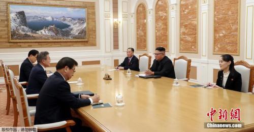 当地时间9月18日下午3时30分(北京时间下午2时30分),朝鲜最高领导人金正恩与韩国总统文在寅在朝鲜劳动党总部大楼,正式开始举行首场会谈。