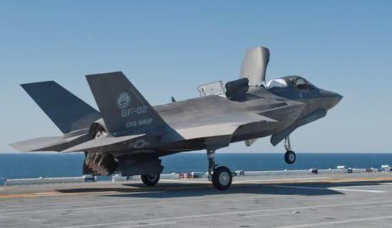 英国航母即将装备F35战斗机 战斗力已超辽宁舰