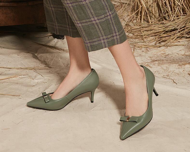 尖头的高跟鞋散发女人味纤细的鞋跟性感迷人_分分彩计划