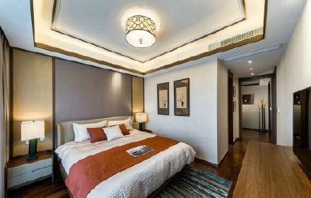 臥室設計簡單中不失大氣,設計師通過中式線條設計,色彩的巧妙搭配,讓家也能住出五星酒店的意境