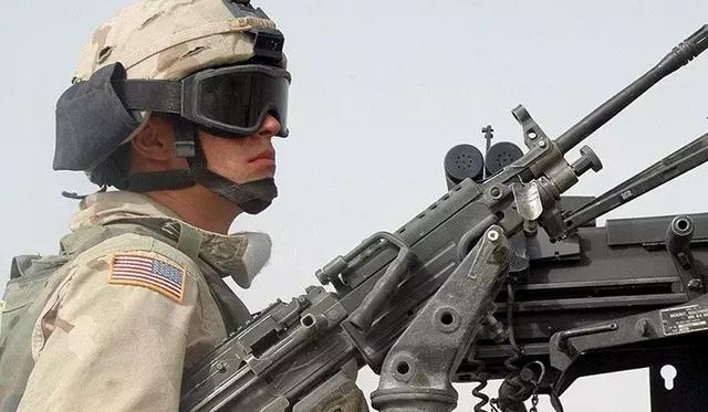 美军士兵遇路边炸弹轻伤!这身防具值多少钱?
