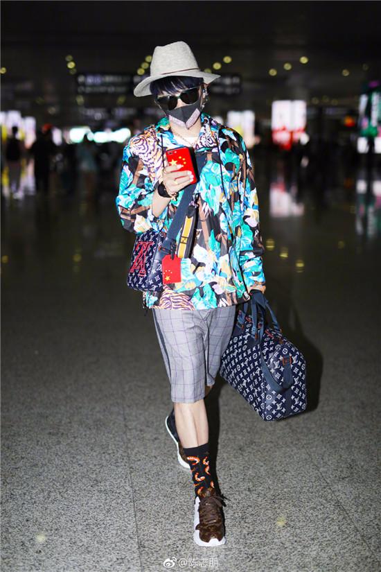 陈志朋回应负面评价称做自己很开心 网友:我们很痛苦