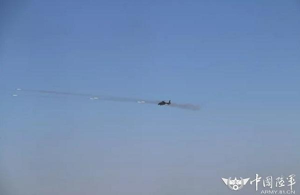 解放军的直升机装备激光制导火箭 远距离打移动目标