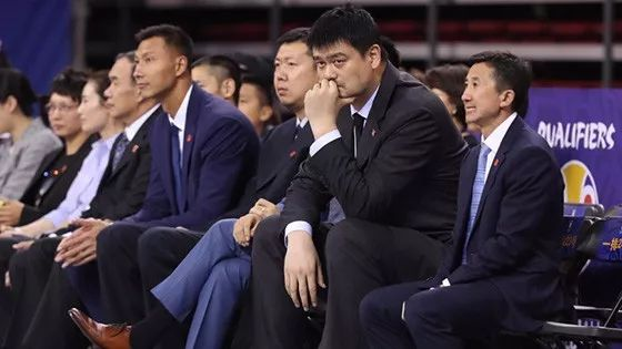 完成历史使命的双国家队和一个等待救赎的中国篮球