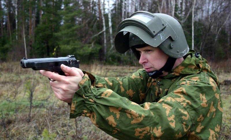 北京赛车直播软件:乌克兰小伙一枪打死自己_防弹衣被手枪轻易击穿