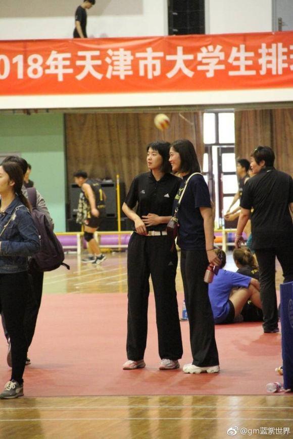 中国女排一名将退役后当裁判 换种方式延续排球生涯