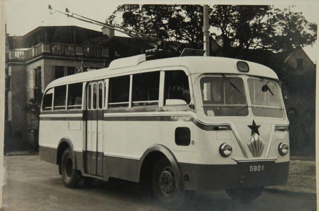 武汉电车满60岁了,第一辆无轨电车长这样,你见过吗