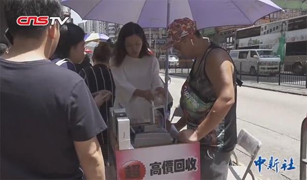 香港新iPhone发售首日:果粉热情不减,黄牛愁眉苦脸