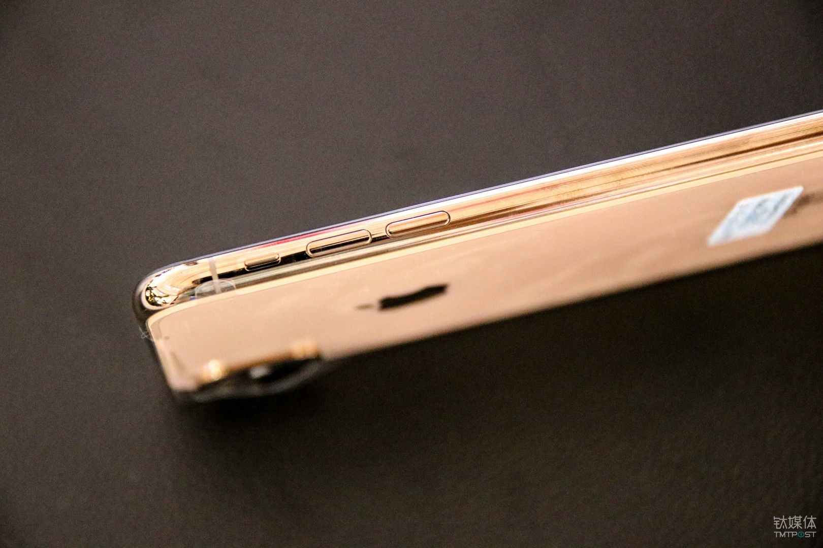 互联网  刘海设计 金色机身及边框 这次苹果带来的金色配色相较于之前