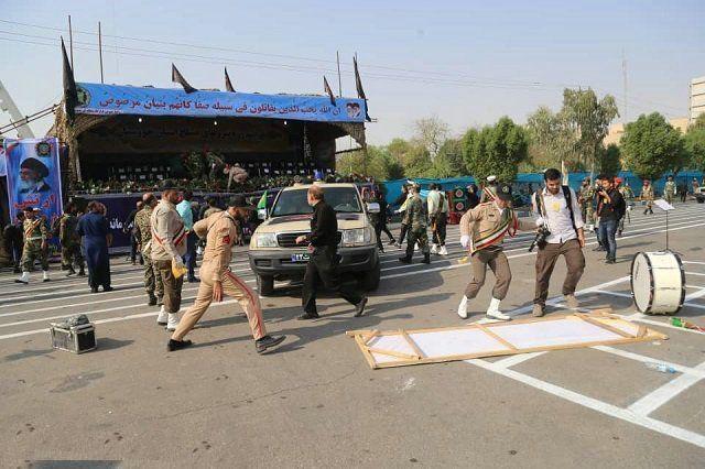 伊朗阅兵遭遇恐袭24死,士兵空有武器无法还击
