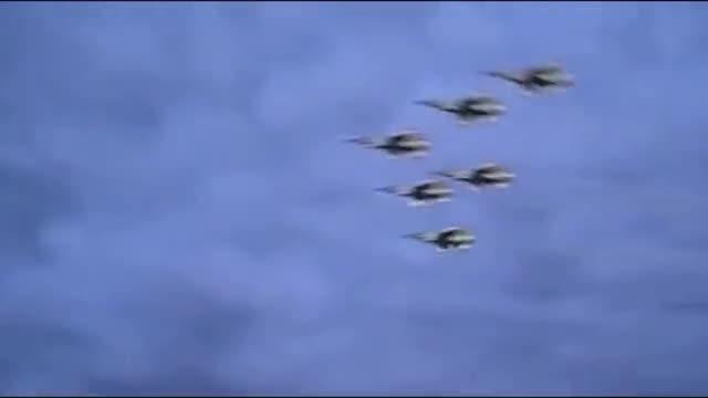 视频:美军战机飞临体育场为赛事加油助威