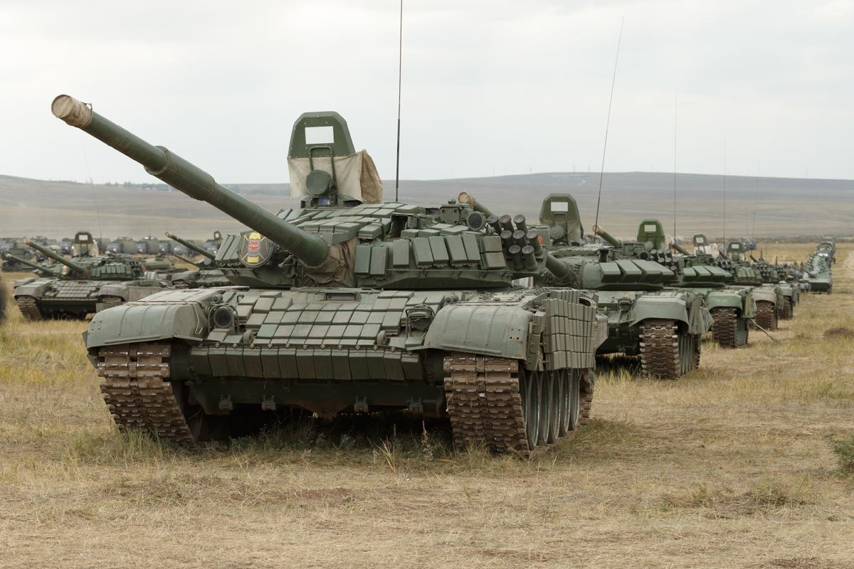 解放军99式坦克从俄老坦克面前经过,俄军心情复杂