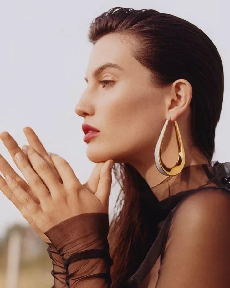 耳环的选择_如果你觉得这些耳环太夸张的话,可以选择