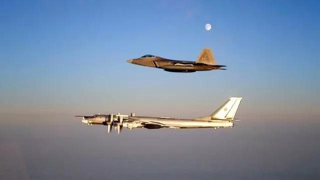 苏-35战胜F-22?专家:只是小概率事件