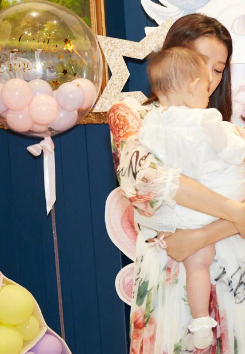 孫怡董子健女兒迎1歲生日,夫妻倆慶祝方式大不同