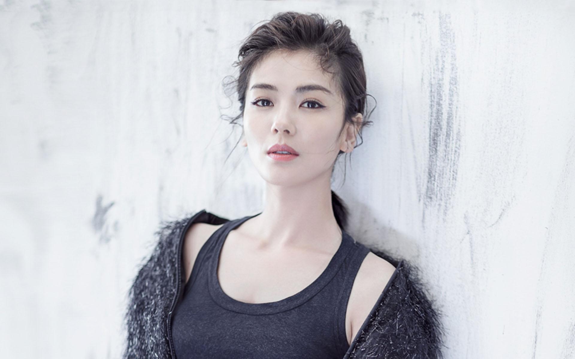 刘涛为王珂复出5年还4亿,而她替丈夫还债,7天就还了7.6亿