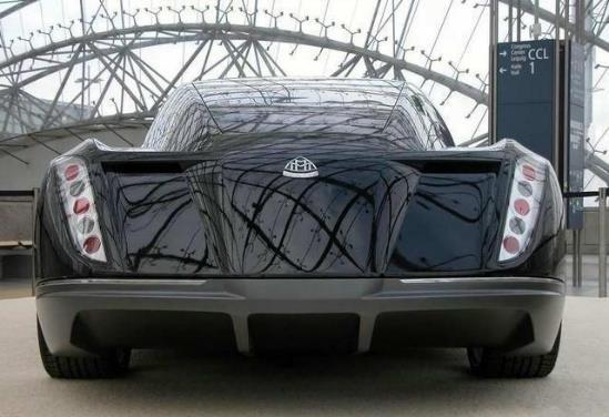 车长5米9,4.4秒破百,双涡轮增压V12发动机,猜猜这车多少钱?