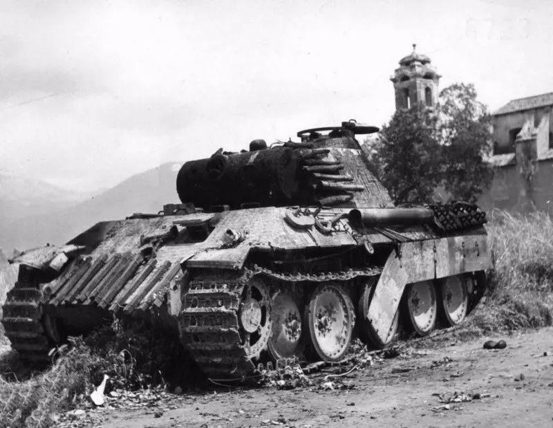 明明打不穿坦克 为何步兵还要拼了命向坦克射击?
