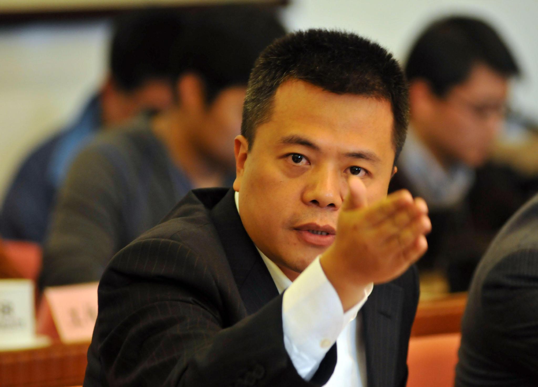 只因一款游戏,他31岁问鼎中国首富,如今退隐痴迷脑研究