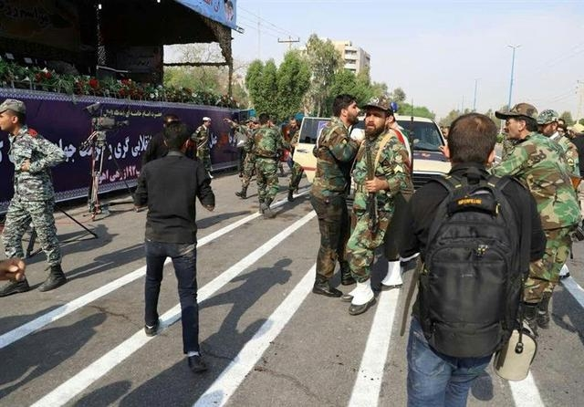 伊朗阅兵遭武装分子扫射 超过15个组织声称负责