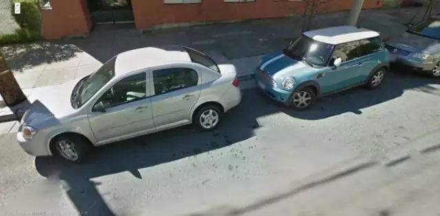美国停车为什么很少有人把车轮回正的?原因出乎意料!