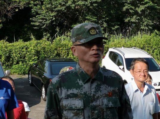 """台湾""""爱国教育基地""""将被强拆 支持者再升五星红旗"""