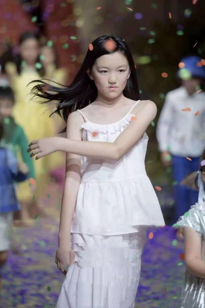 李嫣的闺蜜被指炫富,王菲带她们住6000一晚的房间还说太差
