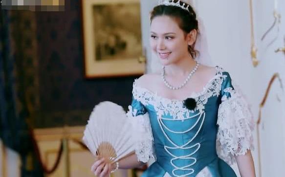 """谢娜身穿公主裙惊艳亮相 张杰脱口而出""""美炸了"""""""