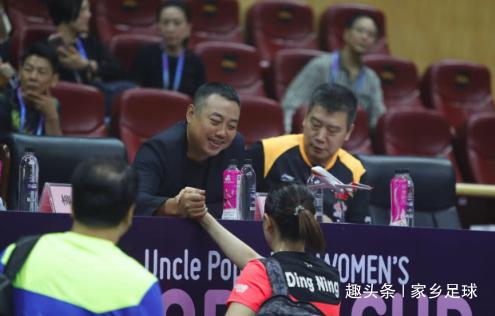 满脸笑容!丁宁4-0大胜后第1时间和刘国梁击掌