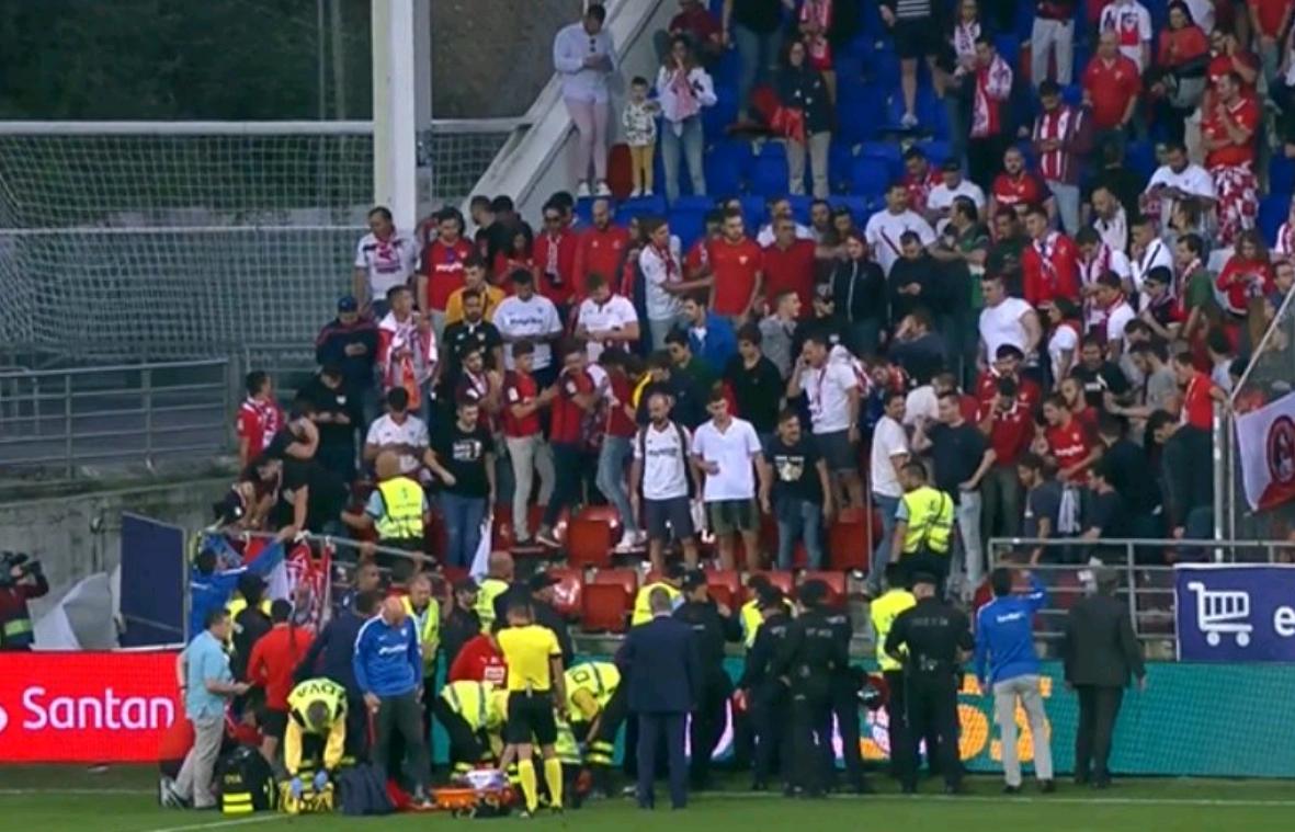 庆祝时发生悲剧!西甲球场看台坍塌 球迷受伤比赛中断