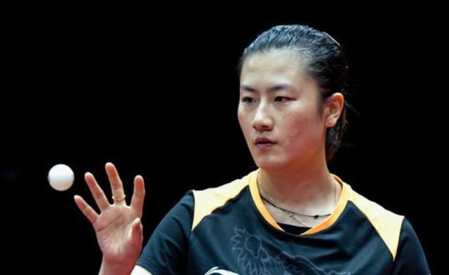 国乒一姐夺冠后霸气怒吼,连续4场4比0横扫,第三次捧起世界杯