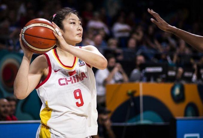 黑色10分钟!中国女篮从领先14分到落后 为年轻买单