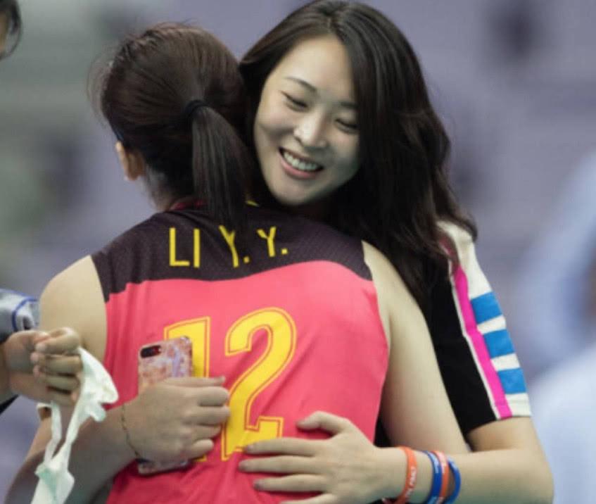李盈莹闪耀国际大赛!替补出场稳定局势,赛后郎平仍批评她一点