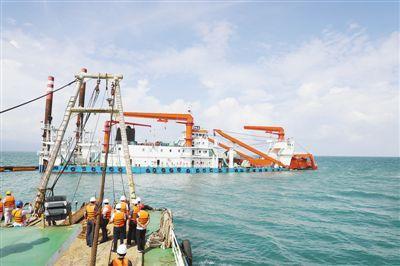 """柬埔寨民众:""""感谢中国兄弟帮我们修建贡布港"""""""
