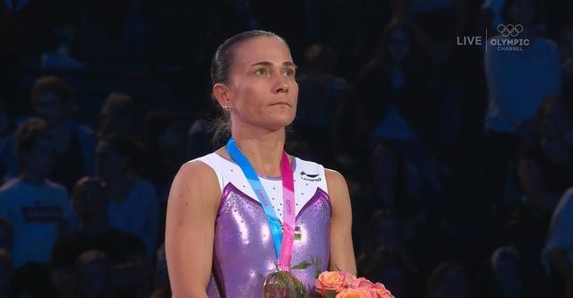 伟大!43岁体操传奇再夺世界杯冠军,她让祖国国歌在异国他乡奏响