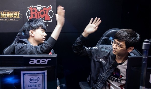 闪电狼气势正盛 越南双雄回归世界赛