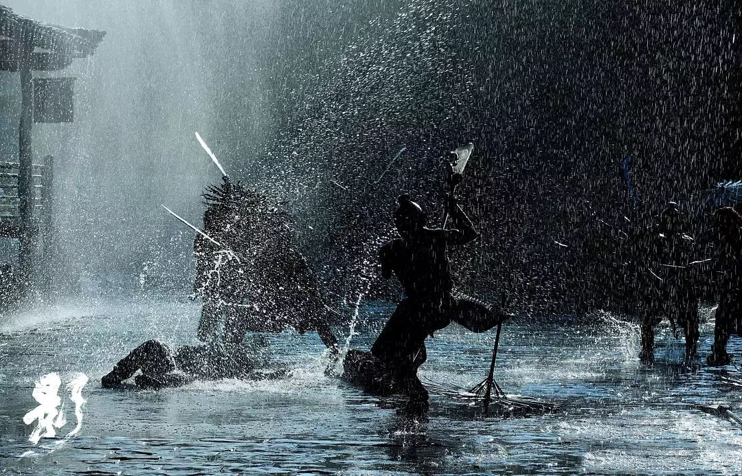 ▲电影中雨中打斗的场景