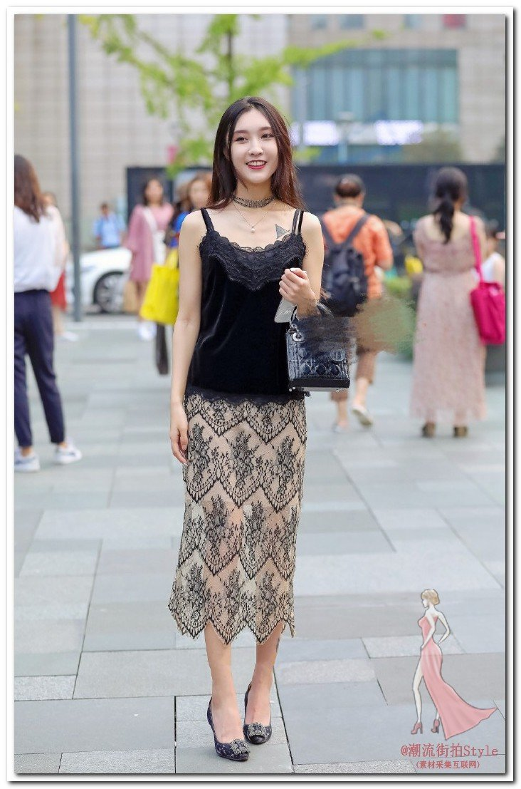 街拍:美女背影修长美腿,清凉时尚,姐姐眼神不敢直视了